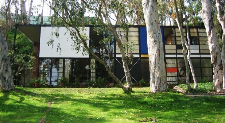 eames-house-exterior-facade-gardenista