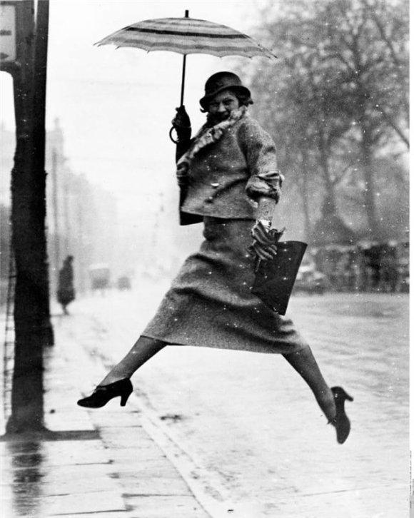 Martin Munkacsi The Pudle Jumper, 1934