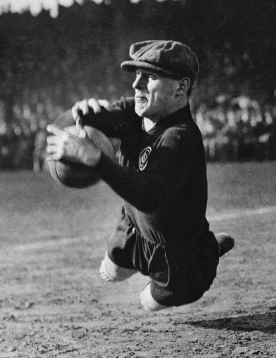 Martin Munkácsi (1896-1963) - The Goalkeeper, 1928
