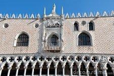 façade-de-palais-venise-de-doges-28847154
