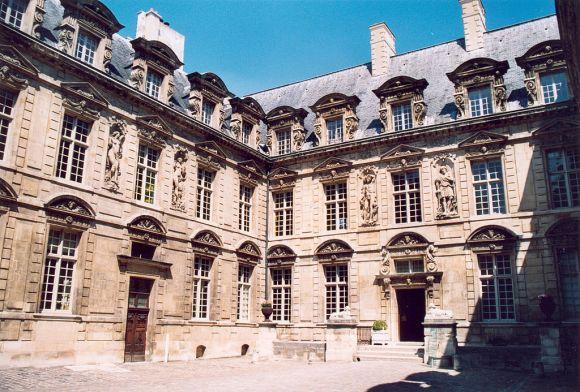 1024px-Paris_Hotel_de_Sully_02